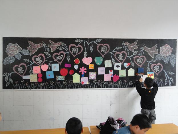 川汇区新民小学生制作卡片感谢师恩